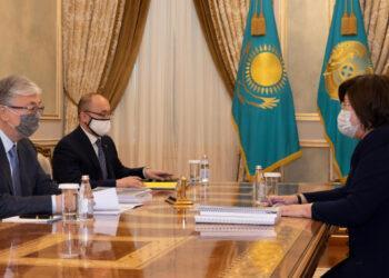 Токаеву доложили о работе по защите прав женщин, детей и инвалидов 1