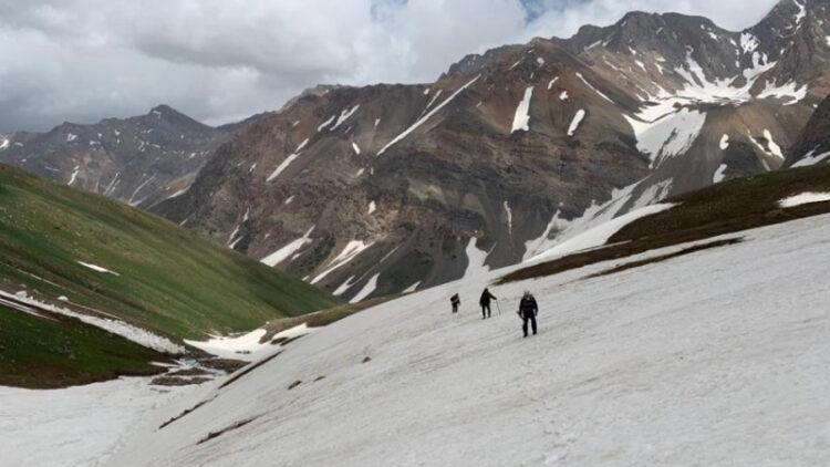 Пропавших туристов в горах Туркестанской области ищут с помощью вертолетов
