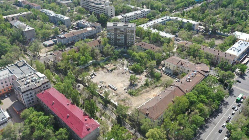 """Вместо двух девятиэтажек в """"золотом квадрате"""" Алматы построят один пятиэтажный дом 6"""