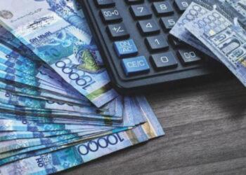 Менеджер банка в Актобе снимал наличные со счетов вкладчиков. Их деньги он сливал на ставках 2