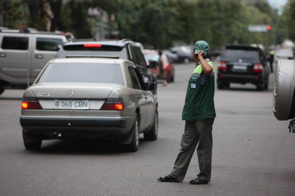 Благодаря платным парковкам в бюджет Алматы за пять лет поступило свыше миллиарда тенге 4