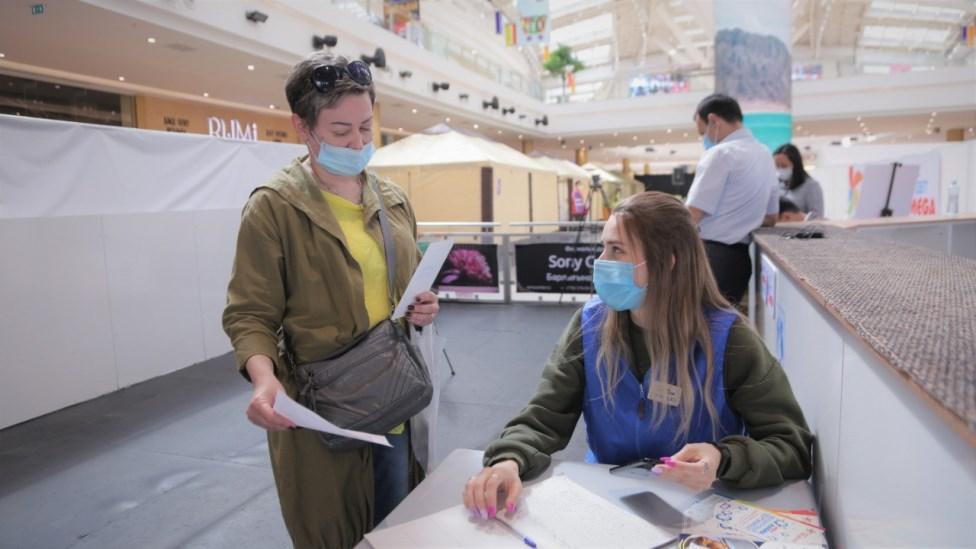 Бесплатные кофе и каток: как жителей Нур-Султана благодарят за прививку от коронавируса 2