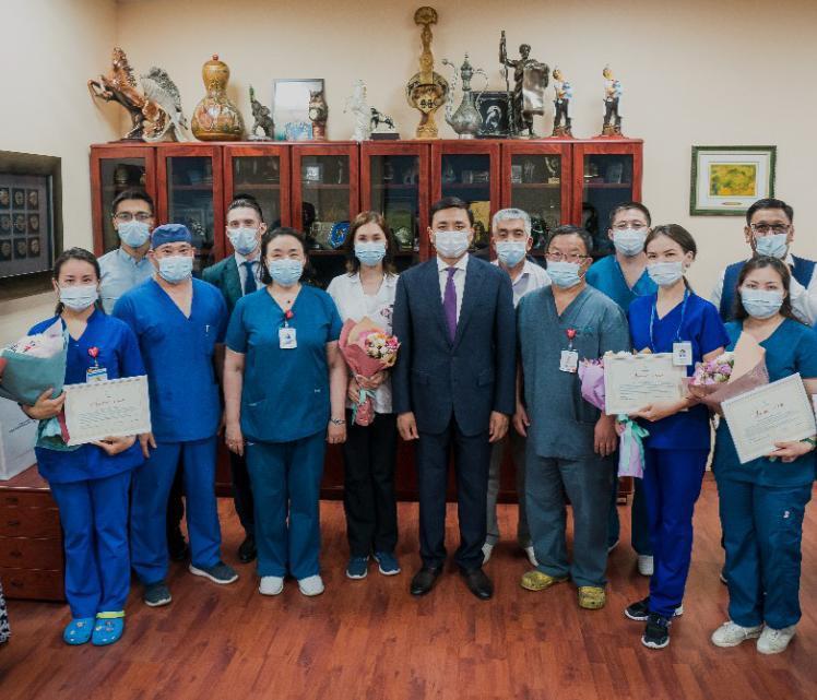 Алтай Кульгинов поздравил медработников с профессиональным праздником 5
