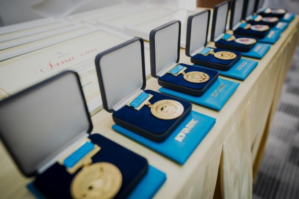 Алтай Кульгинов поздравил медработников с профессиональным праздником 2
