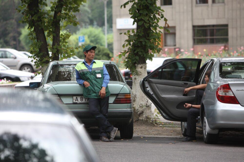 Благодаря платным парковкам в бюджет Алматы за пять лет поступило свыше миллиарда тенге 3