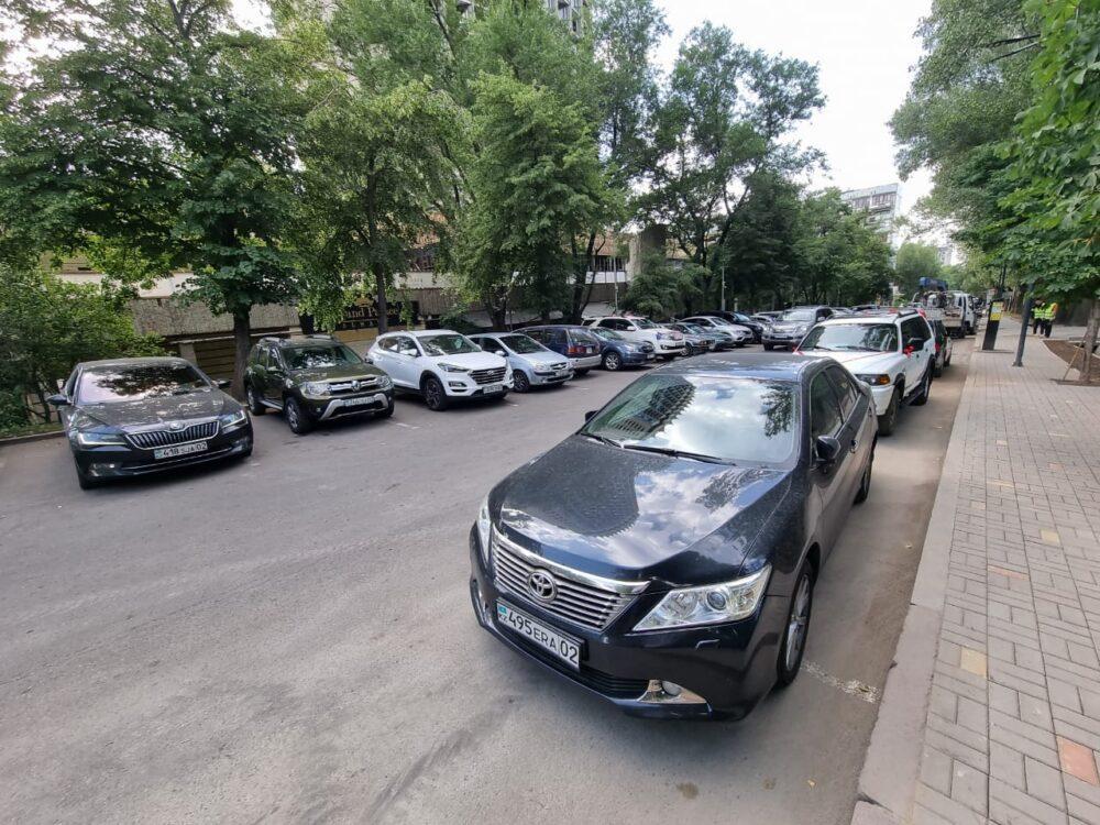 Благодаря платным парковкам в бюджет Алматы за пять лет поступило свыше миллиарда тенге 2