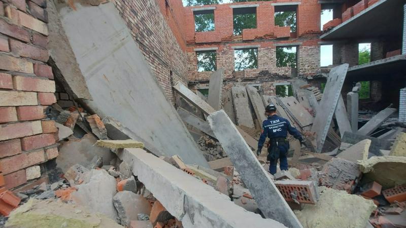 Строящийся дом рухнул в Павлодаре. Пострадали рабочие 1