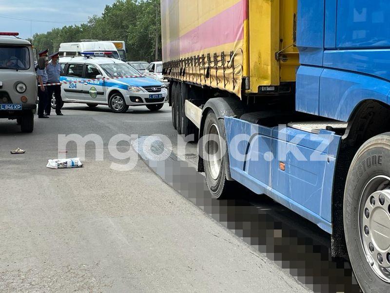 Фото про Уральск, фура протащила женщину