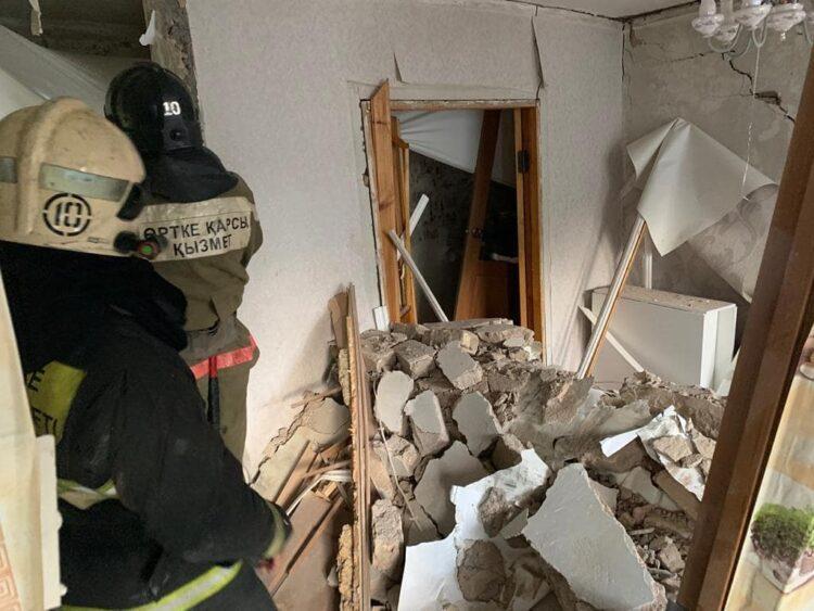Газ взорвался в многоэтажке в Караганде, погиб человек 1