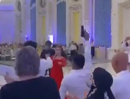 Алматинец начал стрелять во время тоста на свадьбе и попал на видео 1