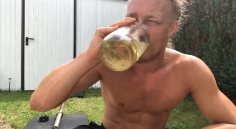 Ежедневно пьет свою мочу и прекрасно себя чувствует: удивительная история 26-летнего немца 2