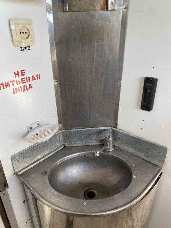 Нет кондиционера и розеток. Казахстанец возмутился «сервисом» в поезде «Мангистау-Атырау»