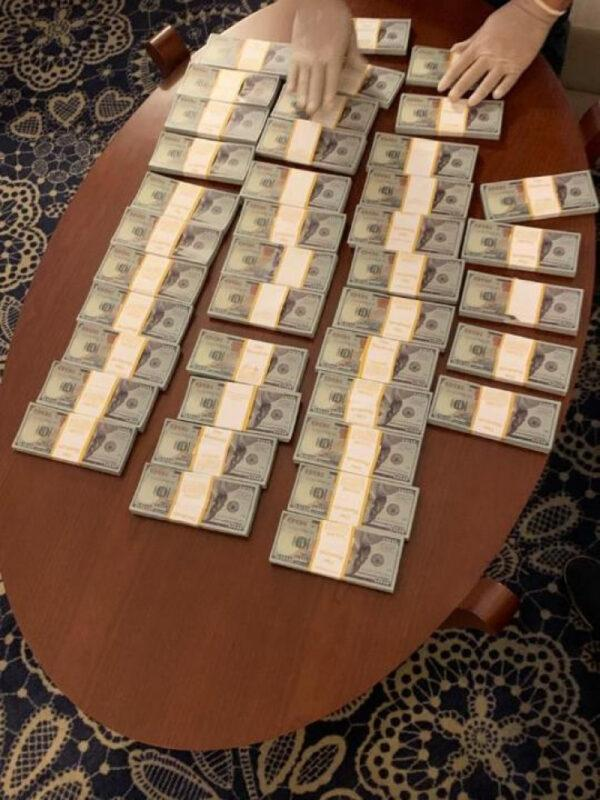 Криминального авторитета с 400 тысячами поддельных долларов задержали в Алматы 1