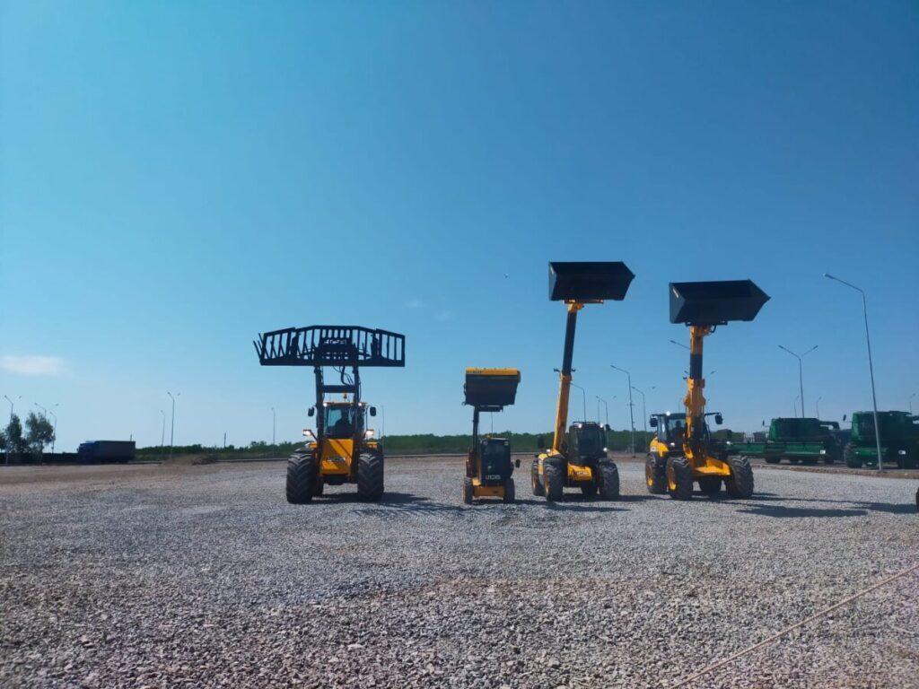 Шоу погрузчиков и самый инновационный в мире трактор показали на открытии сервисного центра в Кокшетау