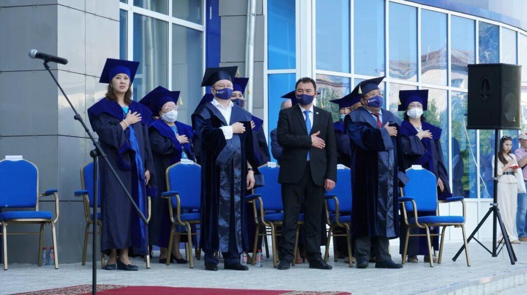В Ualikhanov University состоялось торжественная церемония вручения дипломов 4