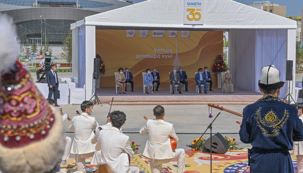 Токаев принял участие в праздновании национального дня домбры 1