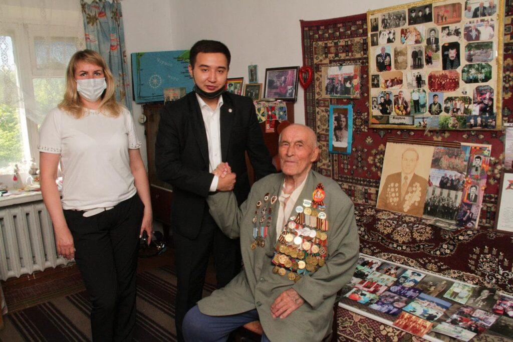 Карагандинские предприниматели поддержали сотни семей продуктами 4