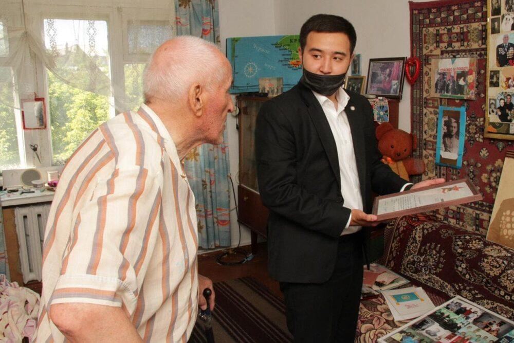 Карагандинские предприниматели поддержали сотни семей продуктами 3