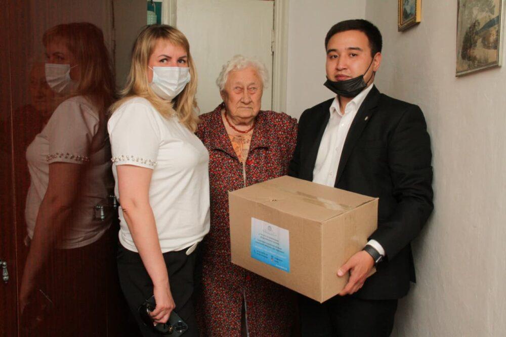 Карагандинские предприниматели поддержали сотни семей продуктами 2