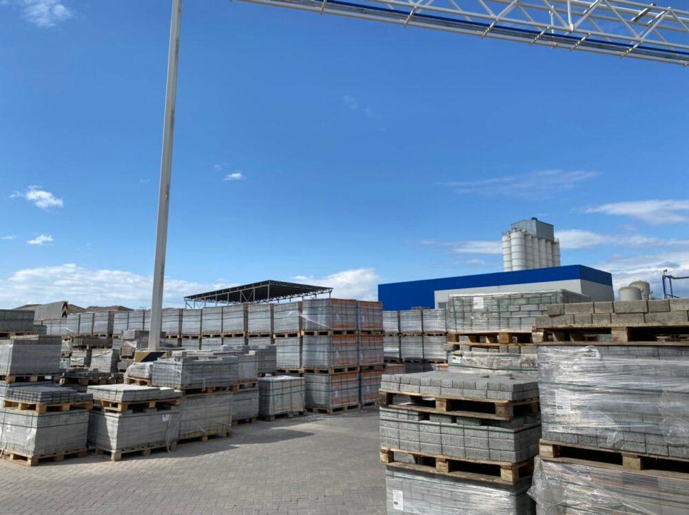Нуротановцы проинспектировали работу завода по изготовлению брусчатки 2