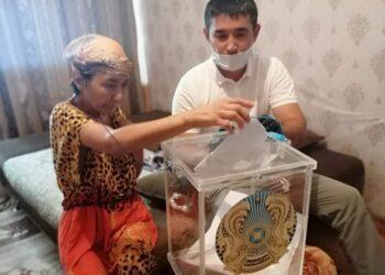 Маломобильные сельчане Кызылординской области голосуют дома 5