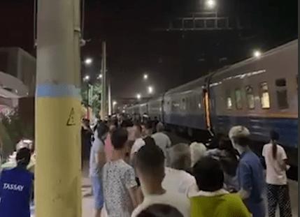 Движение поездов остановлено в Жамбылской области из-за взрывов 1