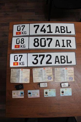 Казахстанцев задержали за контрабанду автомобилей в Кыргызстане