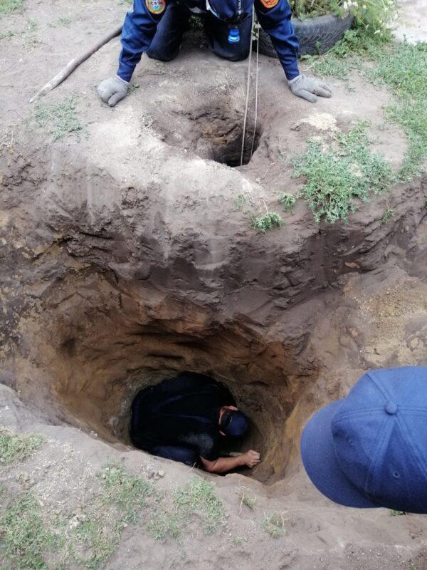 Ребенок провалился в скважину на 3,5 метра в Костанайской области