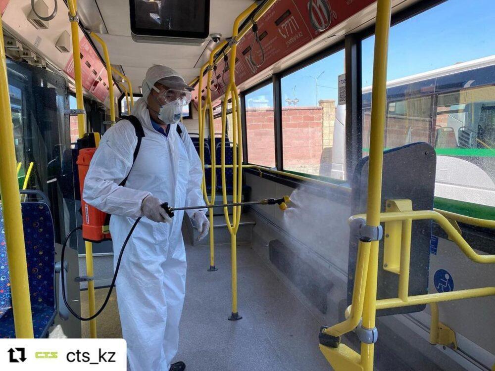 Акимат Нур-Султана показал, как дезинфицируют общественный транспорт в выходные