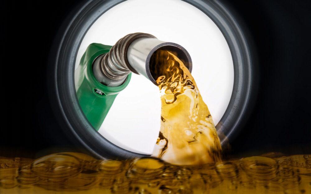 В Казахстане годами продают некачественный бензин. Кто виноват и можно ли это остановить?