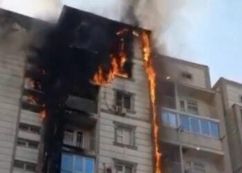 Крупный пожар в Шымкенте: огонь охватил сразу несколько квартир 1
