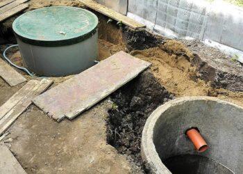 Три брата провалились в выгребную яму и погибли 2
