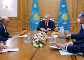 Нурсултан Назарбаев и Роберт Флойд обменялись мнениями о текущей ситуации в сфере обеспечения международной безопасности 3