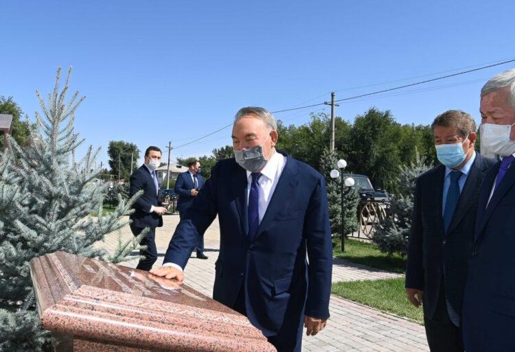 Елбасы встретился с Сапарбаевым в Жамбылской области 1
