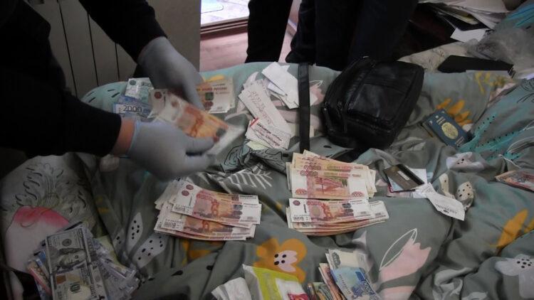 Казахстанцы продавали поддельные документы для незаконной миграции в Россию 1