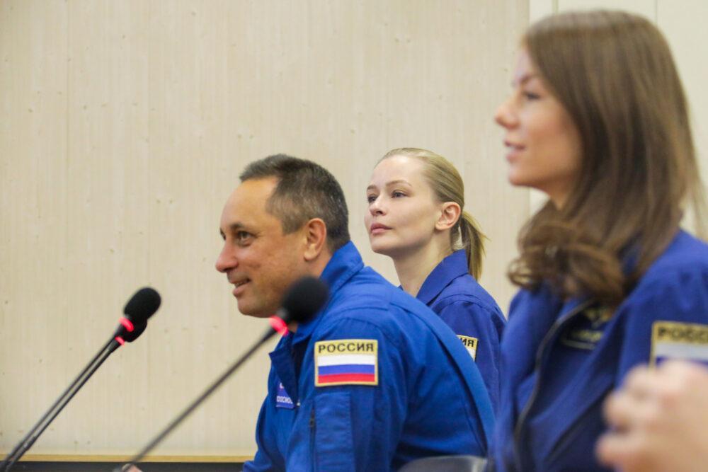 На Байконуре начались тренировки экипажа для фильма «Вызов», который снимут в космосе