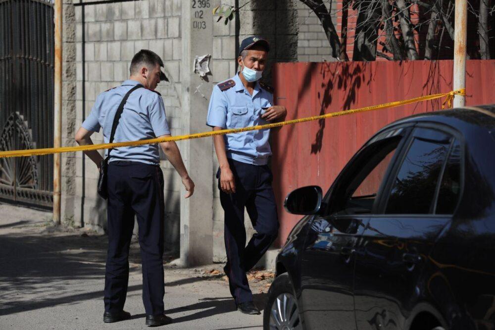 Стрельба в Алматы: почему судоисполнители и полицейские пытались выселить хозяина дома