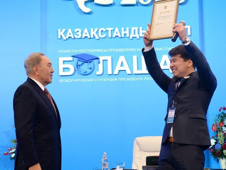 Нужно правильно относиться к проблемам – Ашимбаев о 30-летнем развитии Казахстана