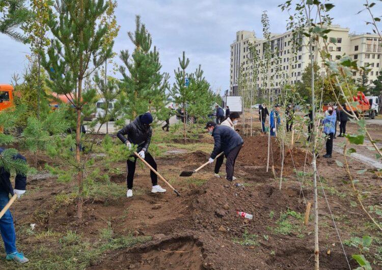 120 деревьев высадили сотрудники Nur Otan в столице 1