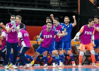 Токаев поздравил футболистов Казахстана с исторической победой 1
