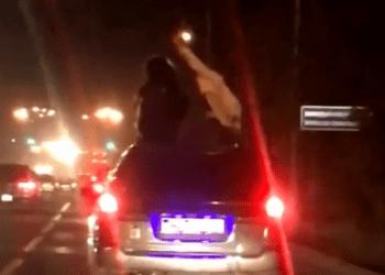 Парень прокатил девушек на крыше автомобиля в Алматы и получил штраф 1