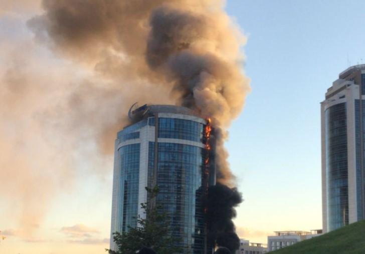 """В Нур-Султане загорелось здание """"Казахмыса"""" (видео) 1"""