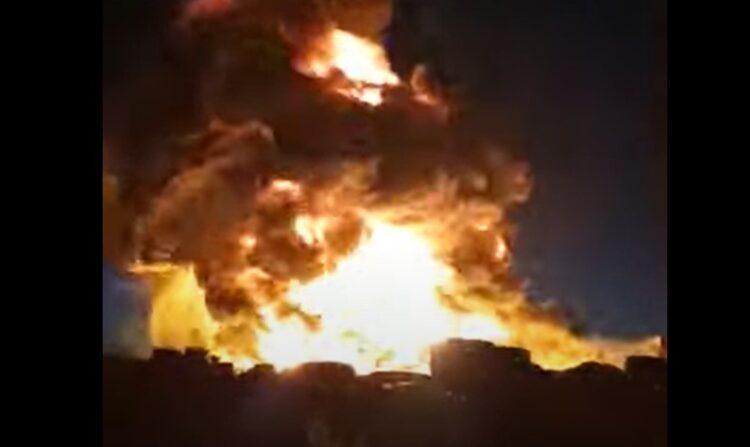 В Караганде загорелся завод по переработке сырья 1