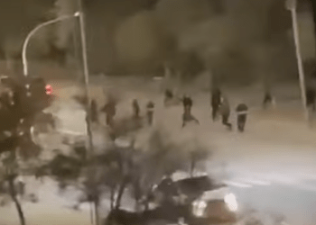 Стенка на стенку: массовая драка в Актау попала на видео 2